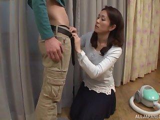Brunette MILF babe Shizuka Akiyama sucks a hard horseshit at hand a skirt