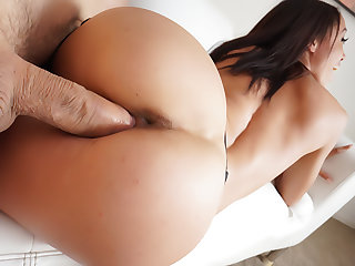 Latina Alexis: Blowjob, Fuck, Oral Cum