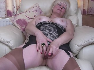 Buxom unpaid mature British granny Cindy S. masturbates concerning pantyhose
