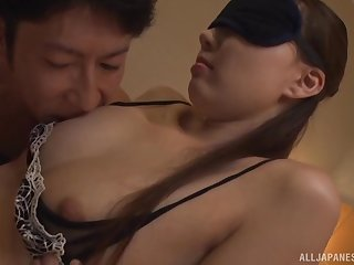 Blindfolded brunette Japanese MILF gets her mouth lousy with flannel