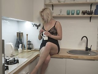 Blond housewife Jessica Best is masturbating her sex-crazy cunt spreading legs wide open