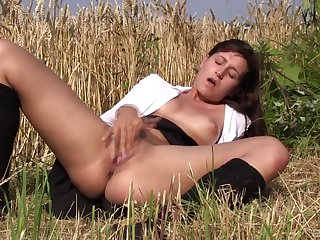 Solo girl treats her pussy with taste for and passion