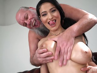 Lucky ancient panhandler gets anent fuck Ava Black while she moans loudly