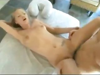 Masseuse kisses shaved pussy on client