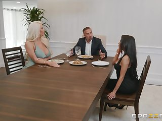 Nicolette Shea craving be worthwhile for a cock extremity will not hear of bombs and long legs