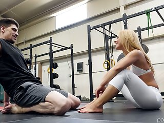 Boxing coach fucks deep throat and wet pussy of fitness unfocused Lilly Lit