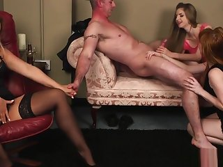Young CFNM stunner cocksucking passionately