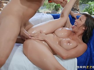 Close up missionary shacking up with MILF Alexis Fawx ends with a facial