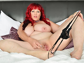 Canadian BBW milf Roxee Robinson will give excuses your cock hard