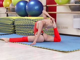 Lovely teen with flexible body Dora Tornaszkova shows yummy pussy