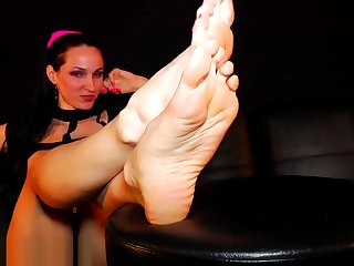 Long Pink Toes2