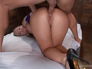 Big ass MILF factory the locate hither both holes for a nice BDSM