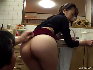 Ooura Manami is on hammer away brush knees in hammer away kichen giving amazing blowjob