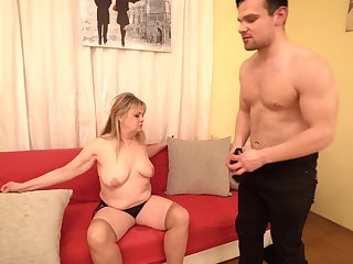 Fat blonde mature Bella S. loves to be fucked away from will not hear of taking friend
