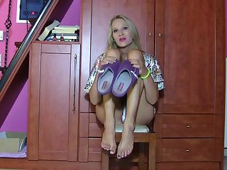 EG - Venerate Emma's Stinky, Dirty Feet POV