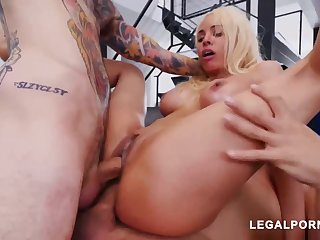 Luna Starlet is a immense culo light-haired doll who loves to get doublefucked, 'til she ejaculates