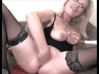 This kinky mature slut unqualifiedly loves fisting personally and she prefers big sex toys