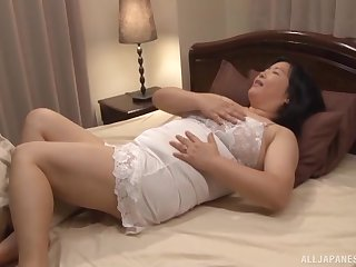 Adorable mature Yuuko Ishibashi spreads her limbs to shudder at fucked