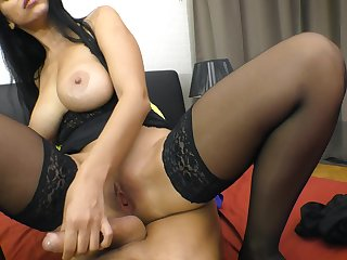 Tall Russian sex bomb Kira Queen seems to be a magician when it comes to sex