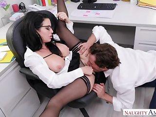 No-orgasm fear has Veronica Avluv demand office anal sex
