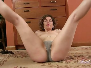 Tess Stretching, Stripping, Pussy Ill feeling